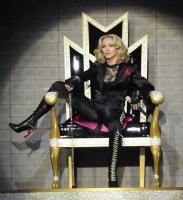 madonna_sticky-and-sweet-tour_throne.jpg